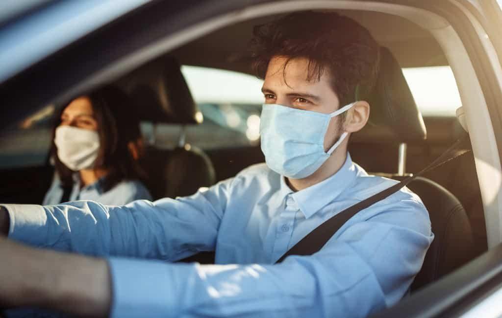 Het hoe en wat van mondkapjes in de auto en op de motor in Spanje