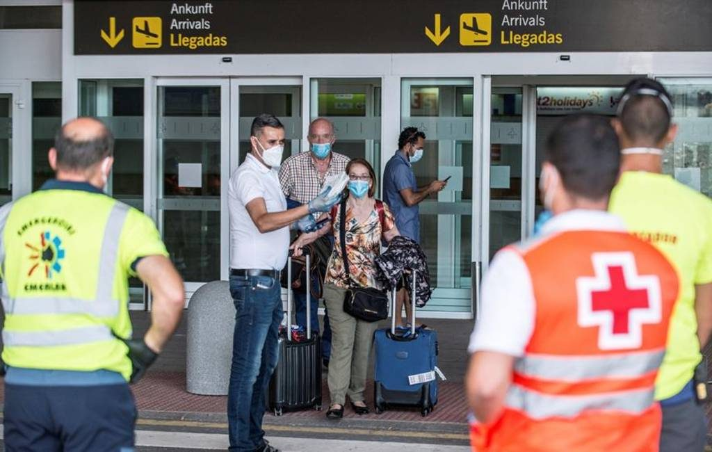 Met corona besmette man vliegt naar Lanzarote: 13 passagiers in quarantaine
