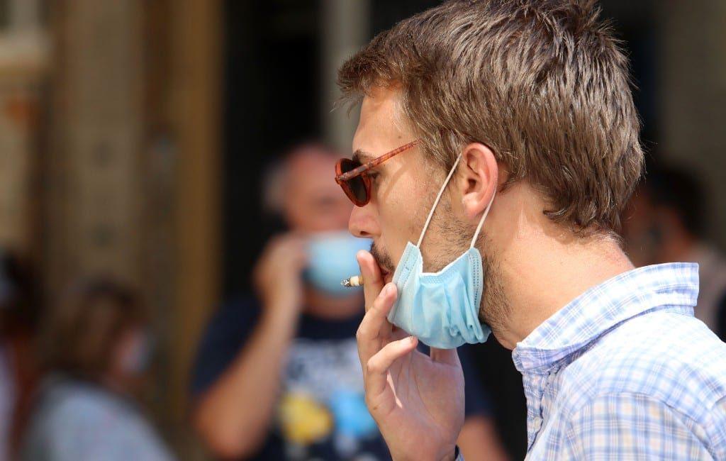 Vanaf zaterdag mag je weer roken op straat op de Balearen eilanden