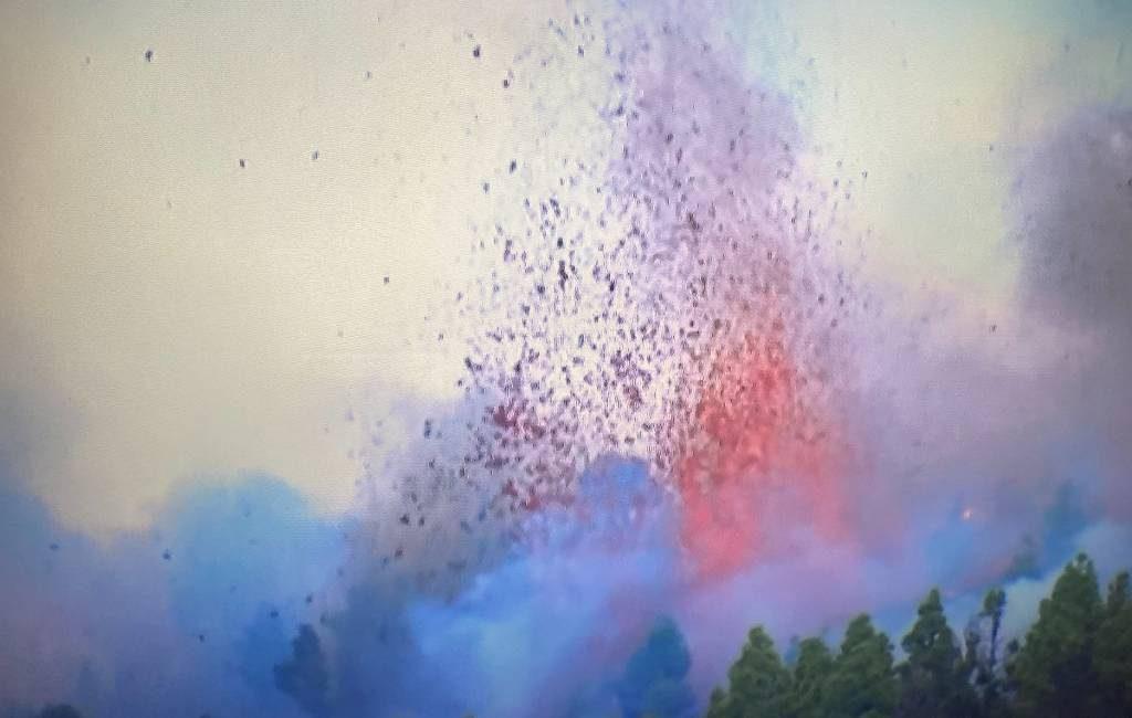 Vulkaan op Canarisch Eiland La Palma tot uitbarsting gekomen: bewoners geëvacueerd