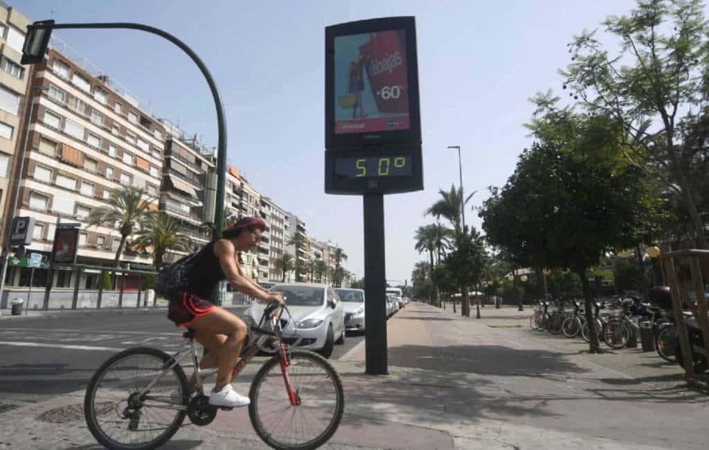 Waarom overdrijven de thermometers op straat in Spanje