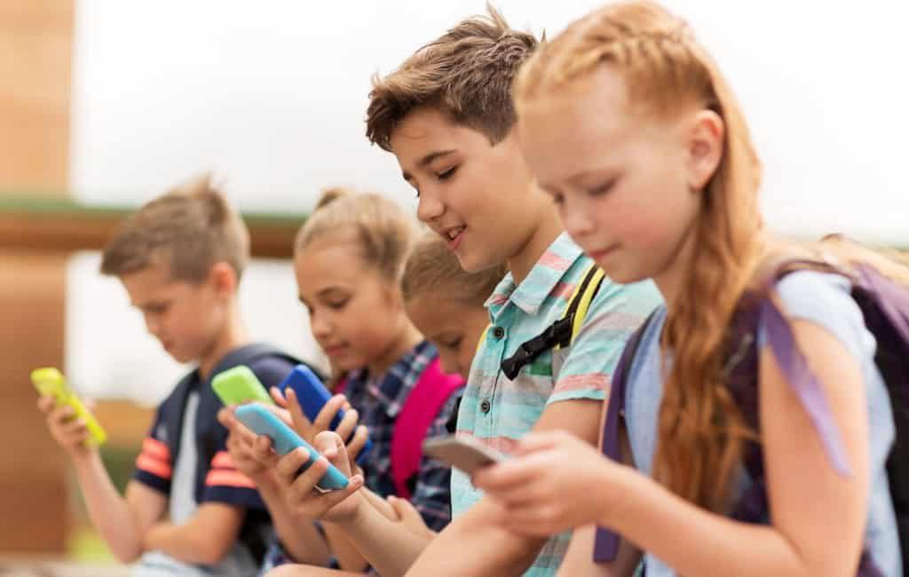 Madrid regio verbiedt mobiele telefoons in de scholen
