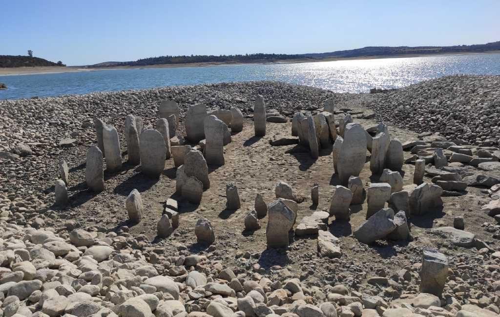 De Spaanse Stonehenge die alleen bij laag water te zien is in Extremadura
