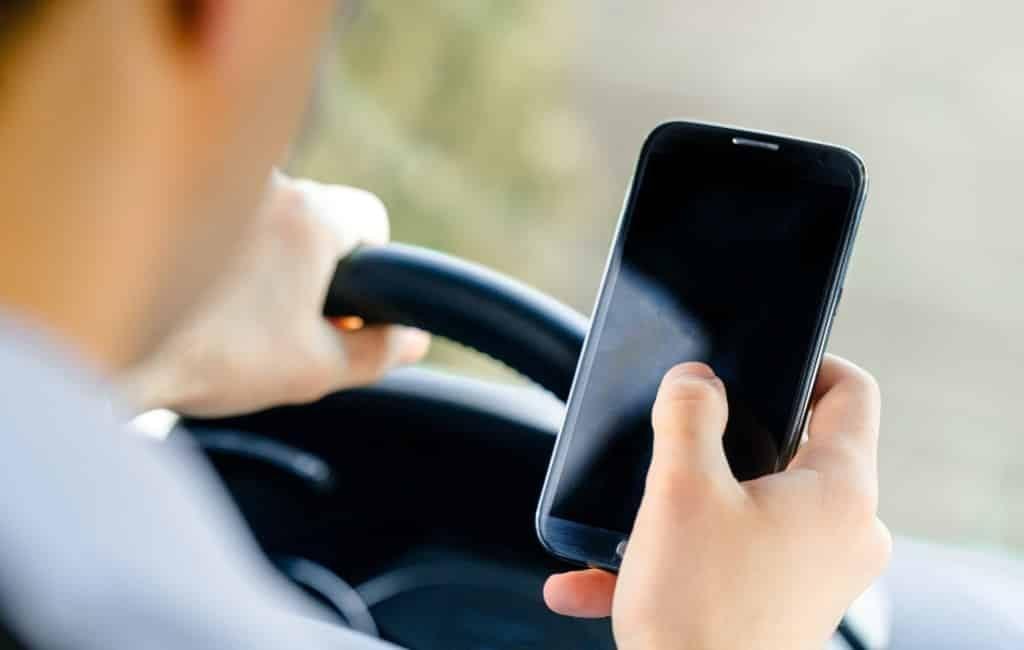 1 op de 10 automobilisten gebruikt sociale media achter het stuur in Spanje
