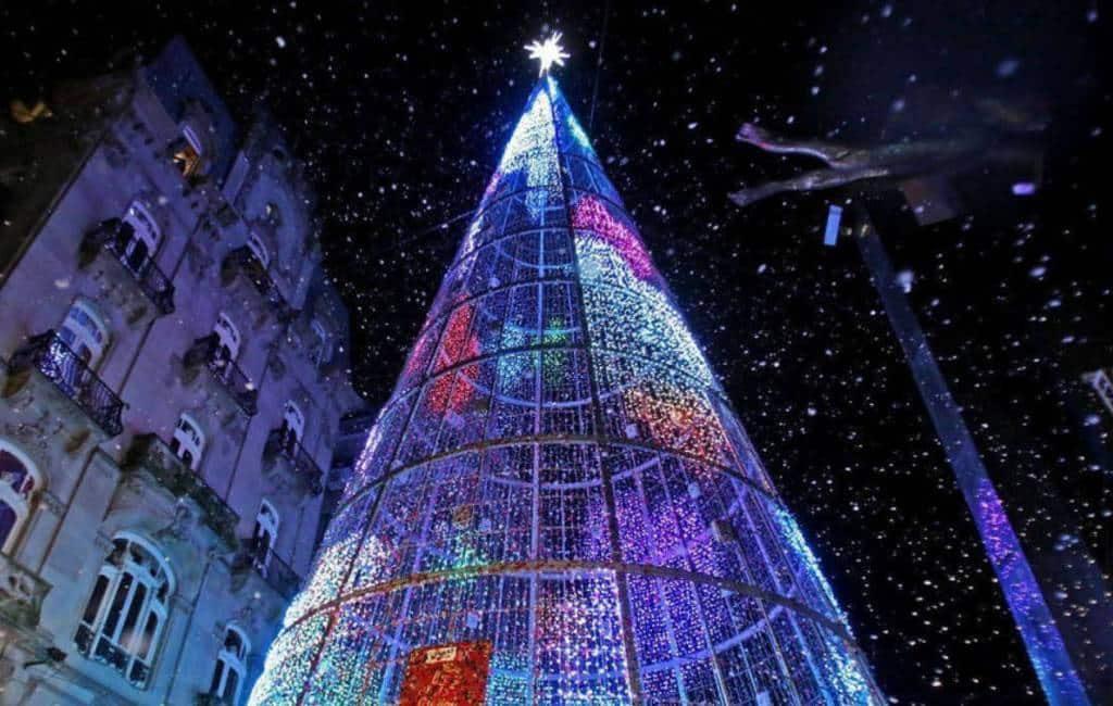 Galicische stad Vigo begonnen met ophangen kerstversiering