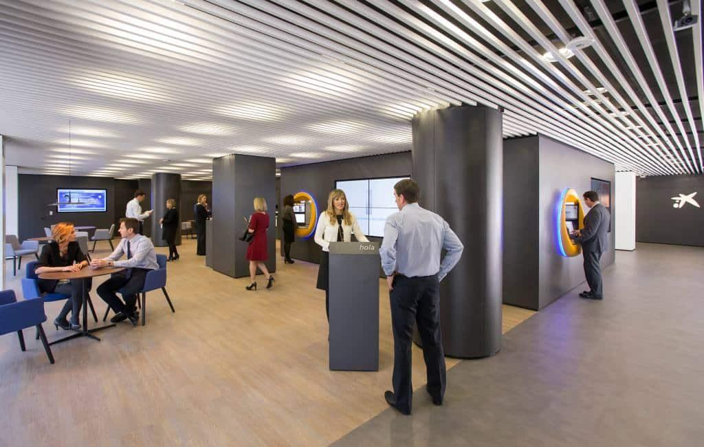 Ontslagen en minder bankfilialen Catalaanse Caixabank