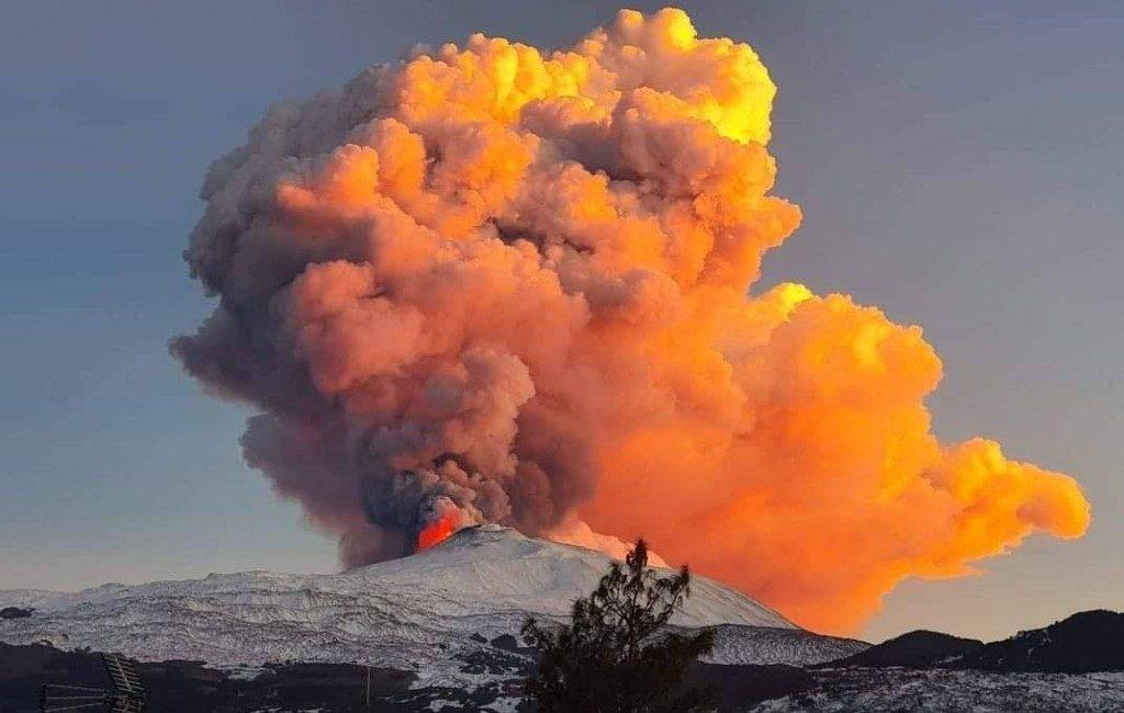 Kan een vulkanische uitbarsting van de Etna op Sicilië ook in Spanje gebeuren?