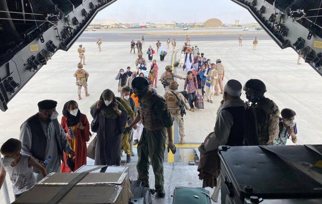 Derde vliegtuig met geëvacueerden uit Afghanistan aangekomen bij opvangkamp Madrid