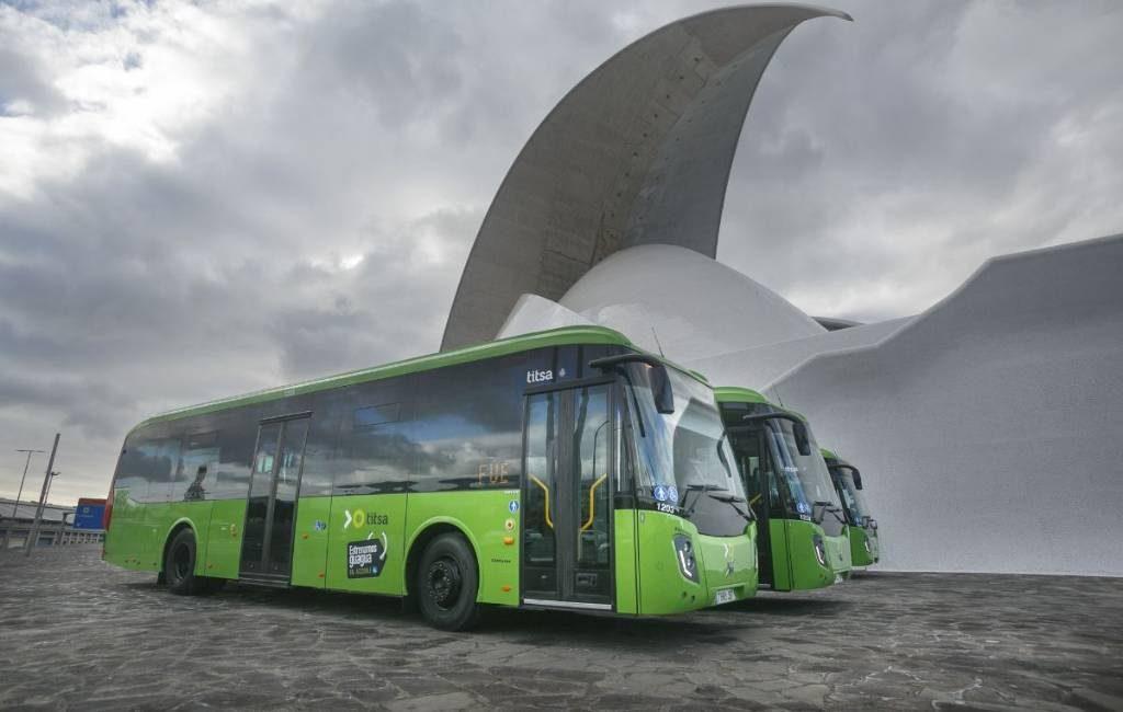 65-plussers goedkoop met bus en tram op Tenerife