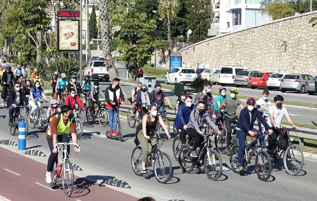 Duizenden fietsers eisen meer en veilige fietspaden in Málaga