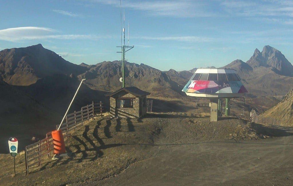 Opening Spaanse skistations onzeker door gebrek aan sneeuw en corona-crisis