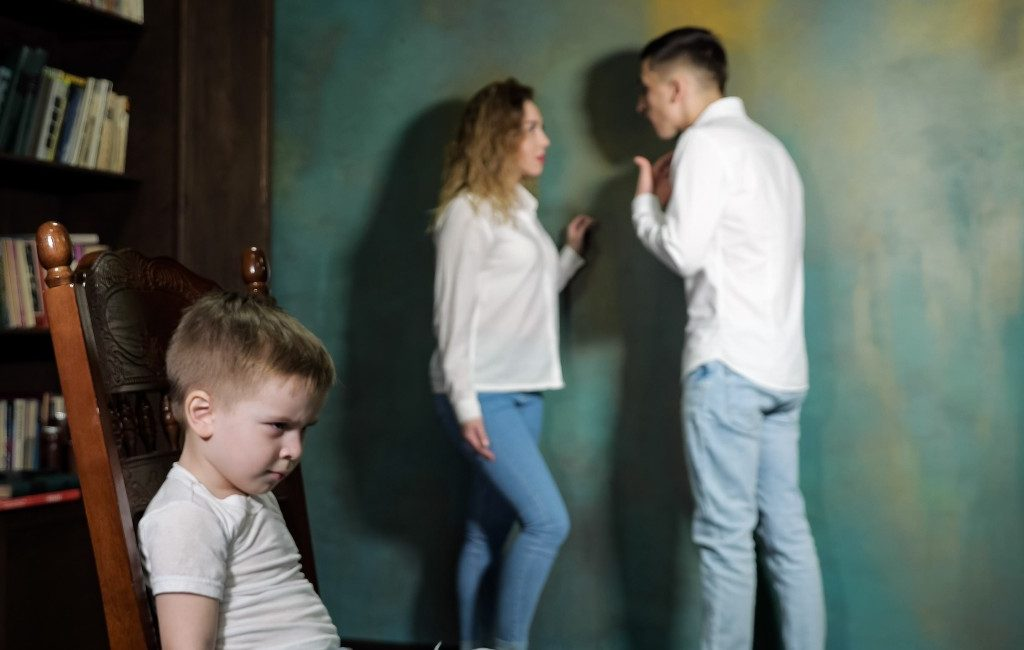 Voor gendergeweld veroordeelde ouders mogen kinderen niet meer zien in Spanje