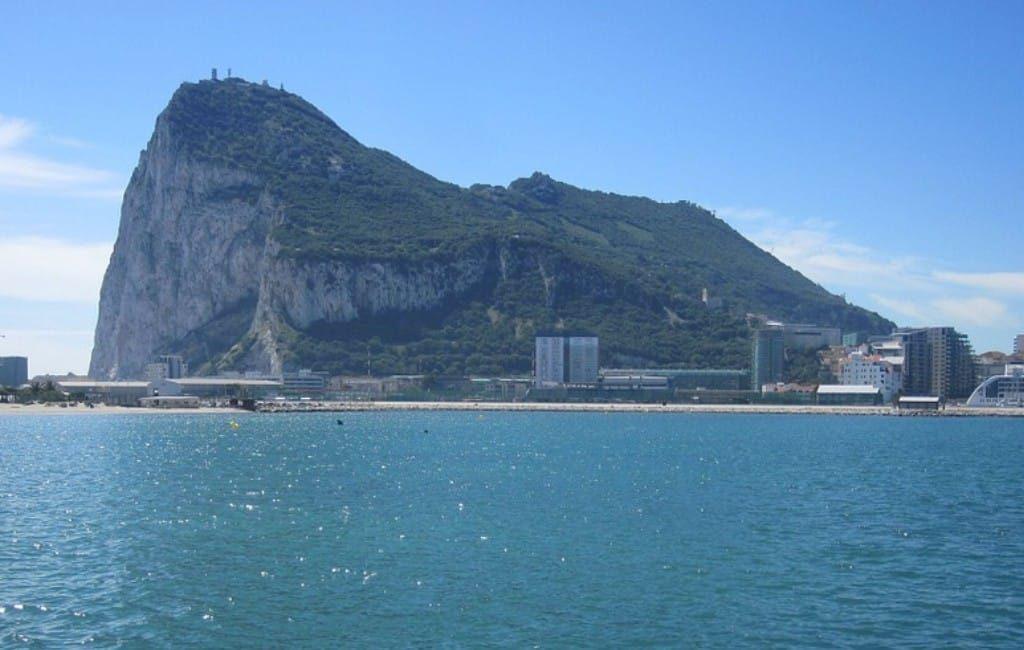Spaanse werknemers in Gibraltar eerste Spanjaarden met corona-vaccinatie