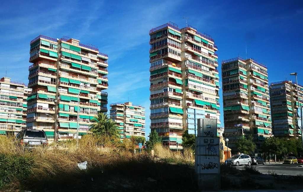 Waarom zijn bijna alle zonneschermen in Spanje groen van kleur?