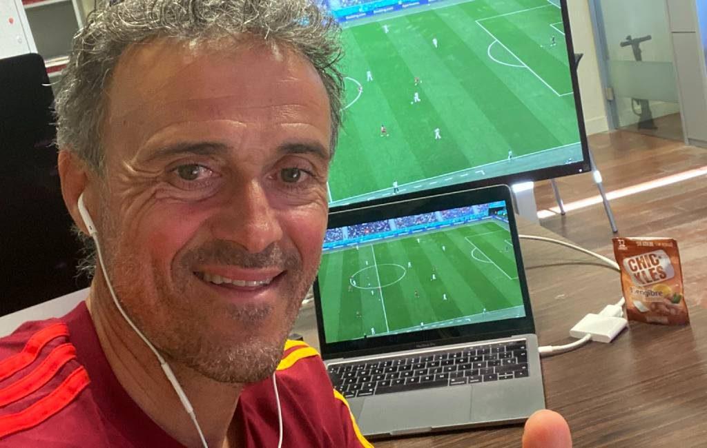 Spaanse bondscoach zorgt voor trending topic vanwege Mercadona kauwgom