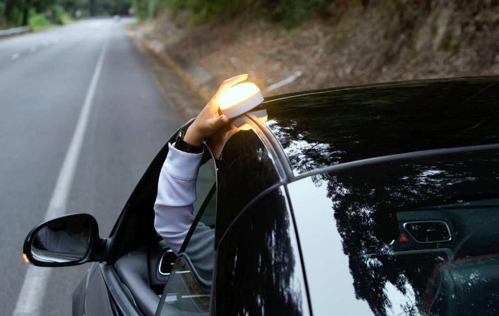 Vanaf 1 juli vervangen de V-16 help flash lichten de gevarendriehoeken in Spanje