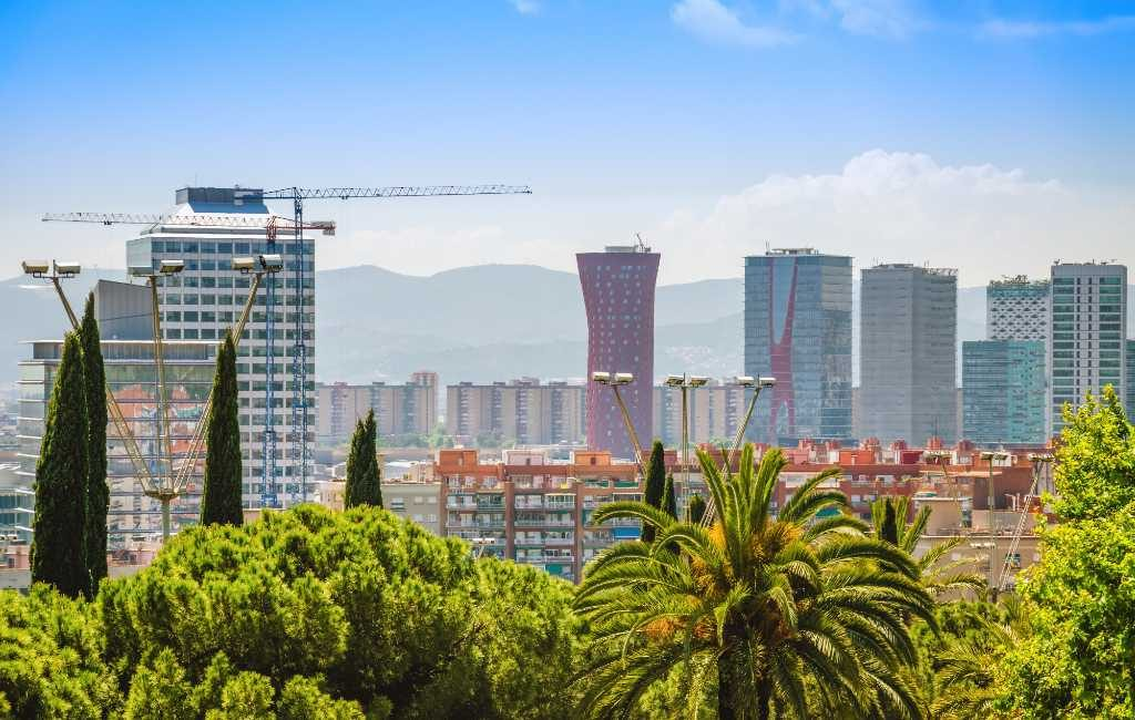Inwoners voorstad Barcelona wordt aangeraden binnenshuis te blijven