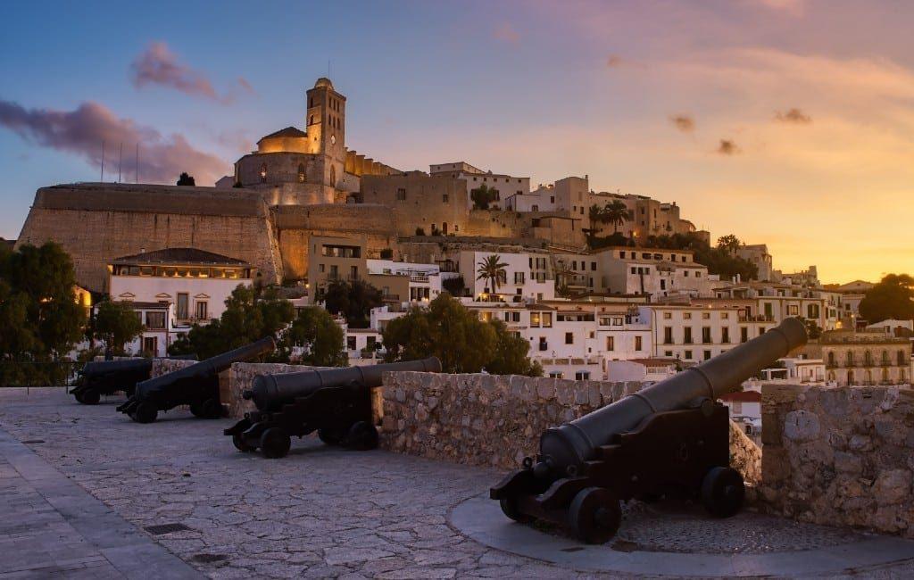 Tientallen hotels te koop op Ibiza