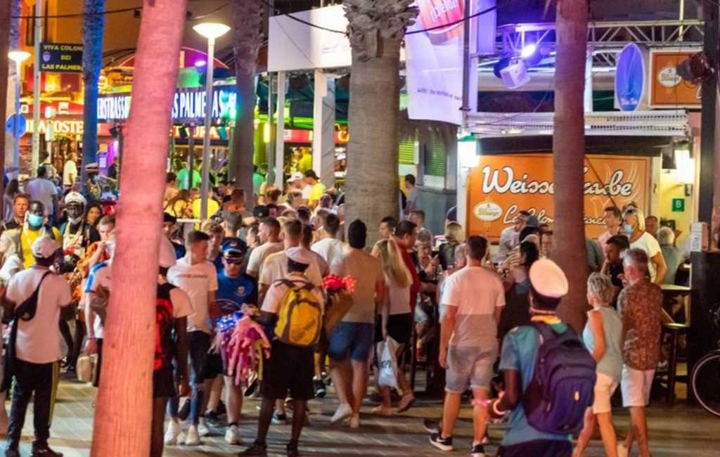 Corona-enquête: 8 op de 10 inwoners van Spanje geeft de schuld aan de jongeren