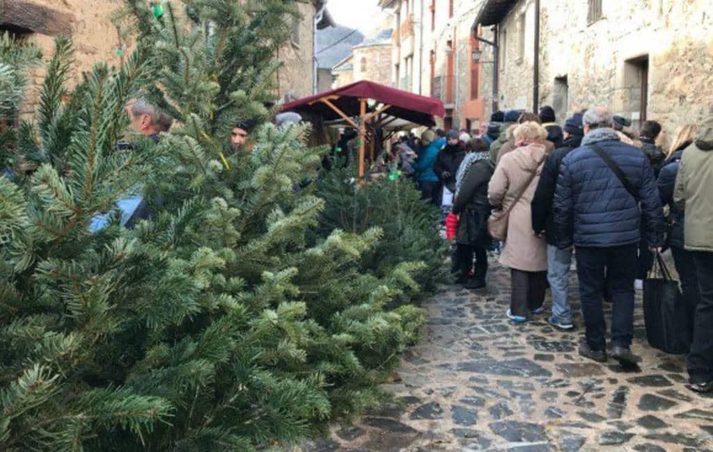 Traditionele kerstbomen markt in Espinelves in Catalonië geannuleerd