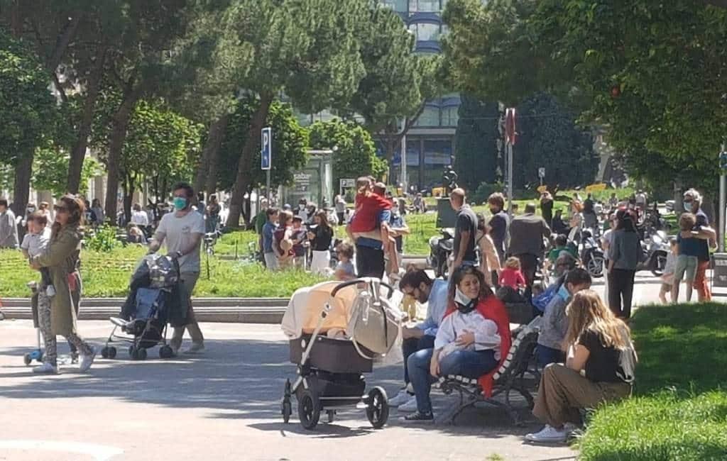 Na 47 dagen thuisisolement weer kinderen op straat in Spanje maar ging dat goed?