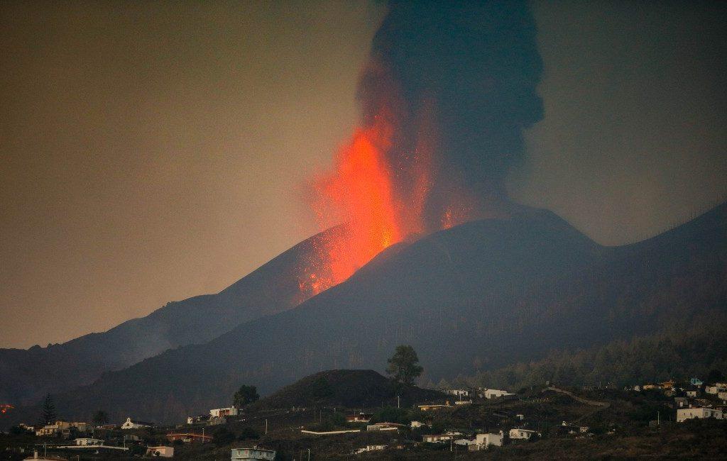 Vulkaanuitbarsting na korte pauze hervat op La Palma waar de lava de zee gaat bereiken