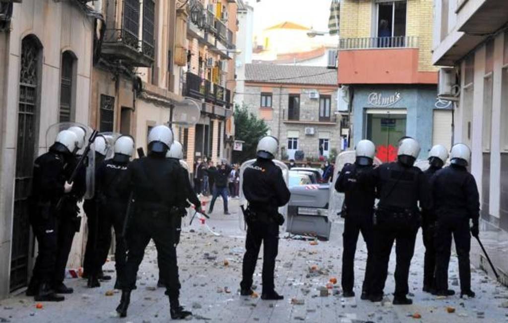 Rellen in Linares (Jaén) na politiegeweld tegen een vader en 14-jarige dochter