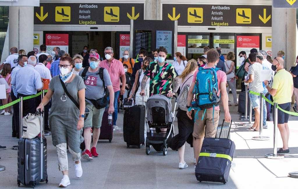 Britten moeten een PCR-test hebben of gevaccineerd zijn om naar Balearen te reizen