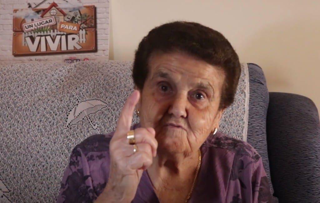 Waarom je een mondkapje moet dragen volgens deze oma (video)