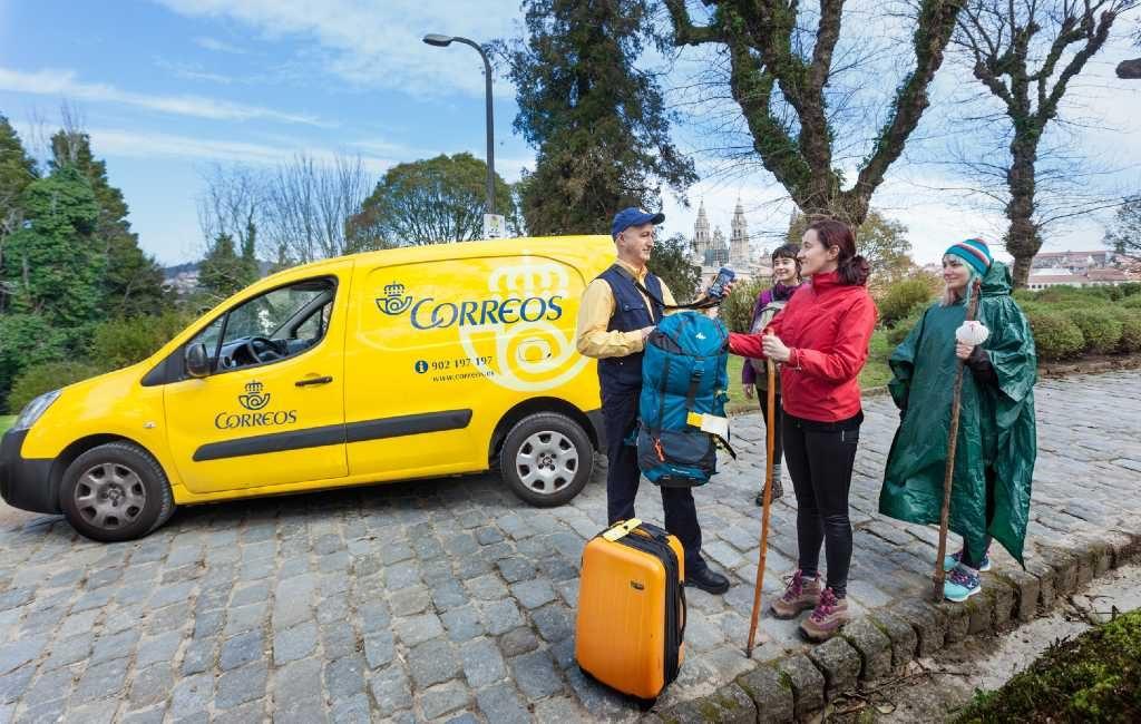 Spaanse post Correos begonnen met vervoer rugzakken pelgrimgangers