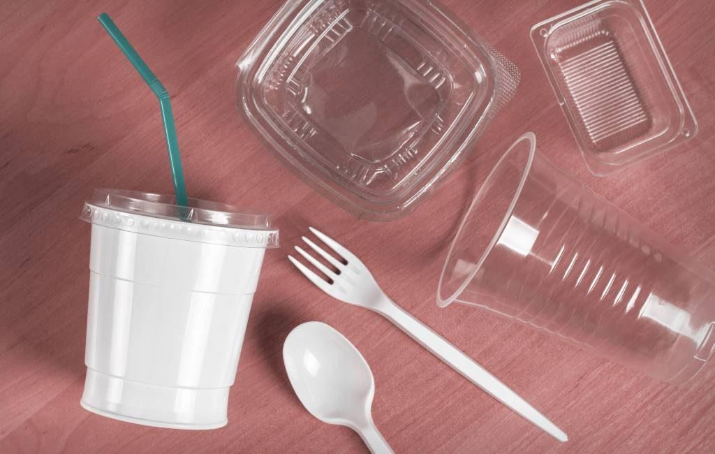Europees verbod op wegwerpplastic vanaf 3 juli ook in Spanje van kracht