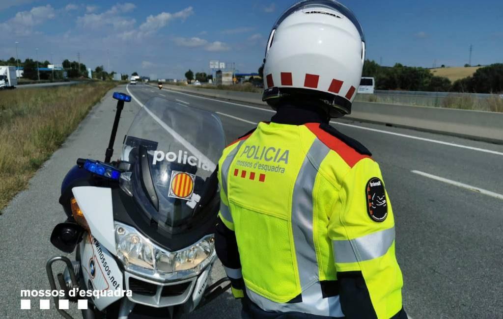 Automobilist rijdt op AP-7 snelweg bij Gerona met lijk op bijrijdersstoel