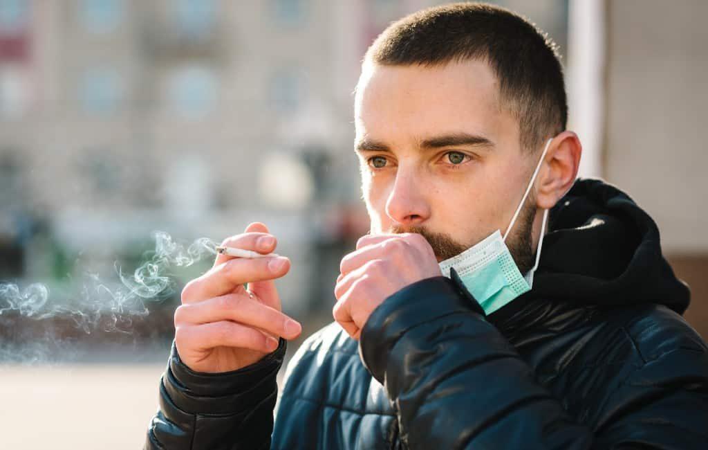 Spanje raadt roken en verdampen af vanwege coronavirus