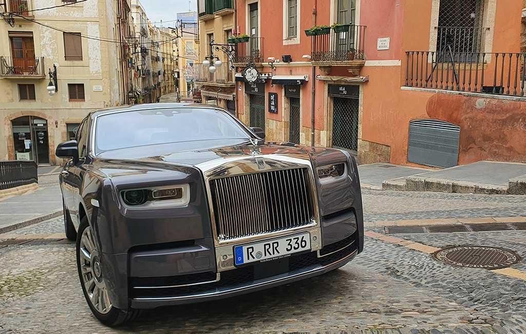 Rolls Royce neemt promotievideo Phantom F op in het oude deel van Tarragona
