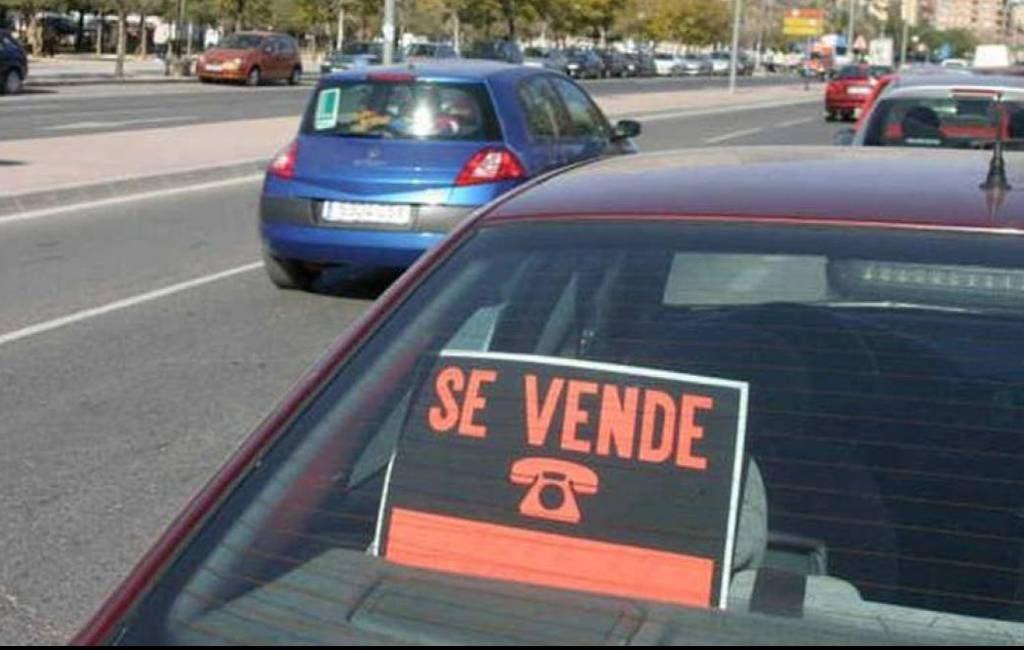 """Bordje """"se vende"""" in een auto plaatsen kan een boete opleveren in Spanje"""