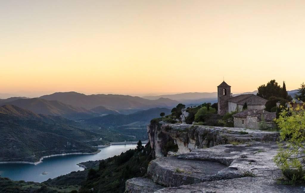 Zoektocht naar 29-jarige man in het stuwmeer van Siurana in Tarragona