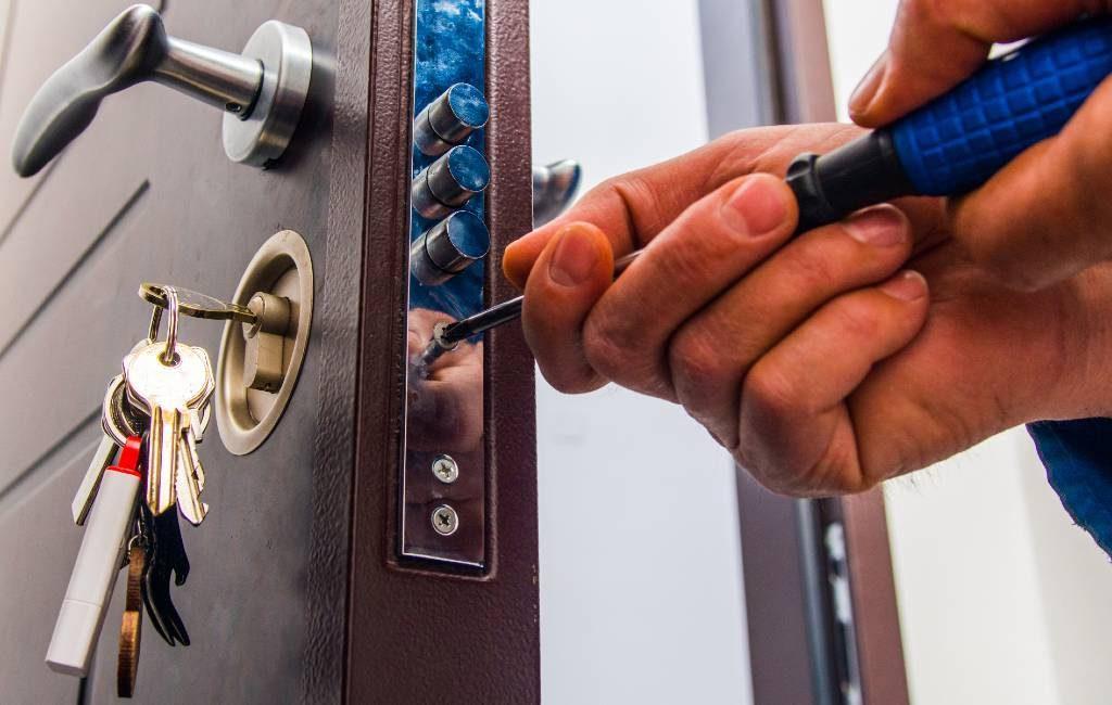 Slotenmaker vraagt 1.000 euro voor het openen slot tijdens jaarwisseling in Murcia