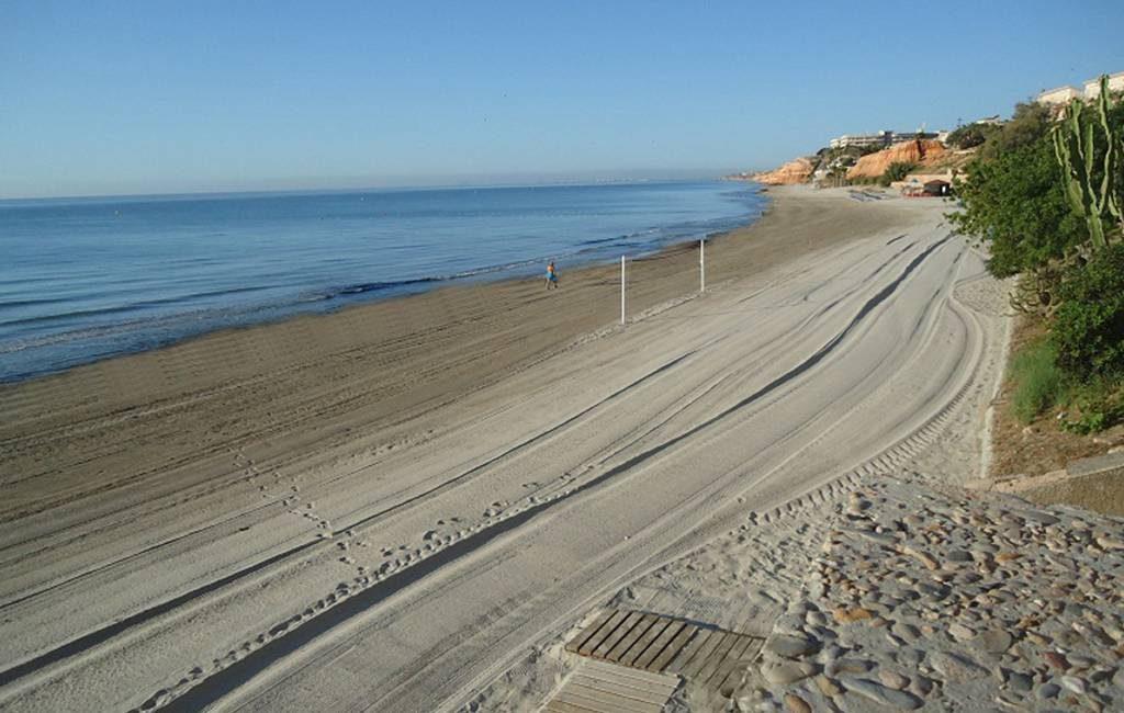 Wandelaars vinden lichaam van vrouw op strand Orihuela Costa