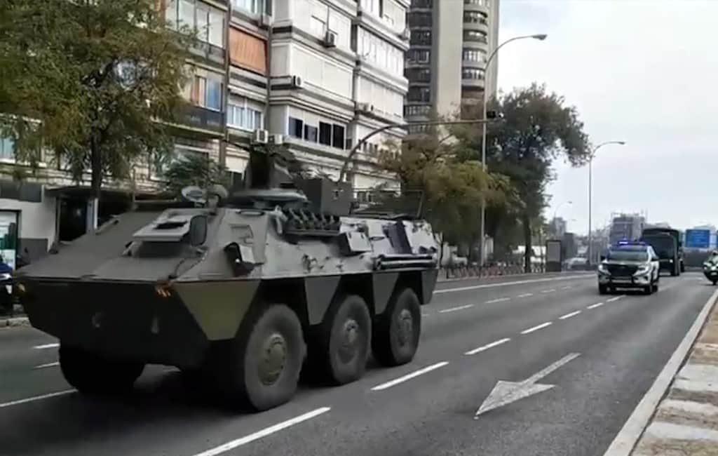 Ongeloof na het zien van pantservoertuigen in het centrum van Madrid