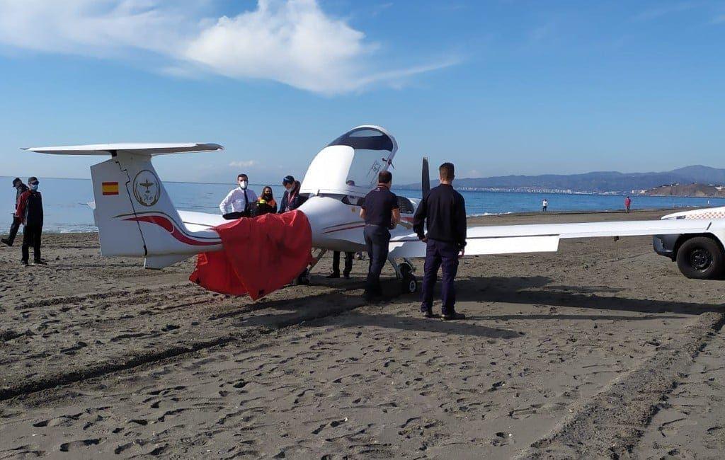 Sportvliegtuig maakt technische noodlanding op strand Torrox