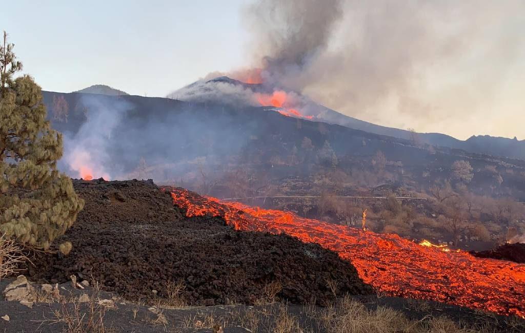 Derde week vulkaanuitbarsting La Palma met meer lava na instorten deel vulkaan