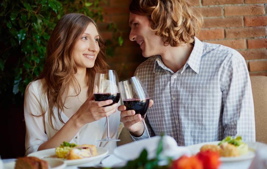 Bijna een derde inwoners Spanje drinkt minstens eenmaal per week wijn