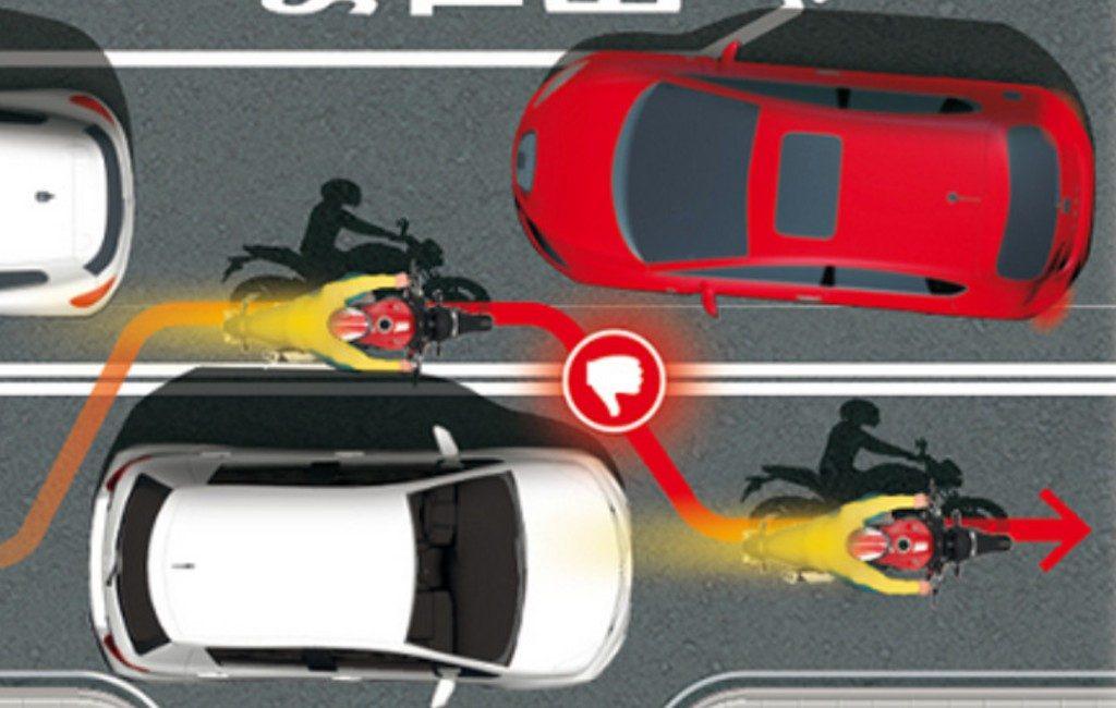'Zigzaguear' op de motor of scooter kan 500 euro kosten in Spanje
